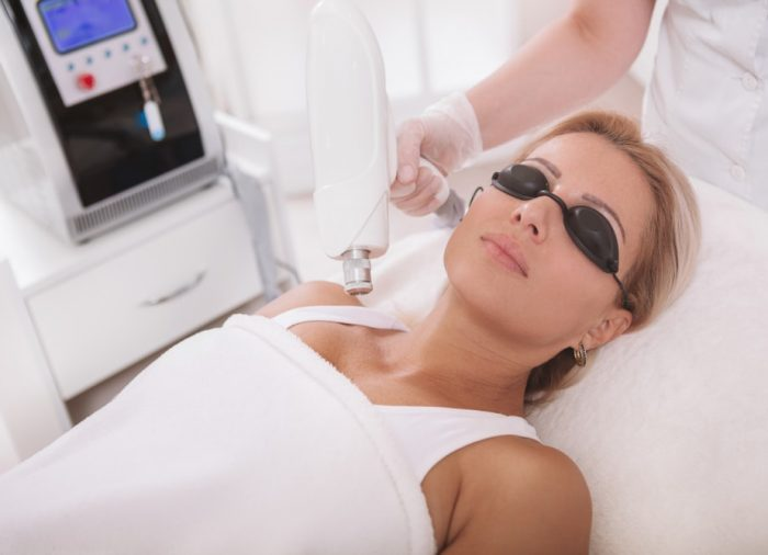 Laserowe usuwanie przebarwień – spodziewane efekty i zalecenia pozabiegowe