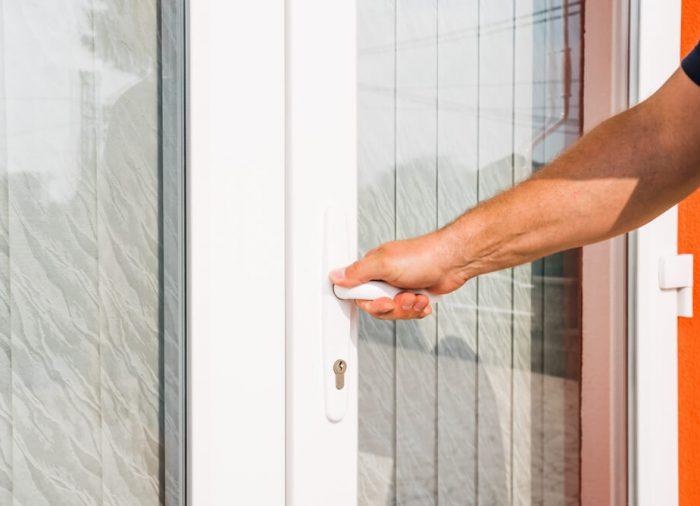 Roleta na drzwi i okna balkonowe – co wybrać?
